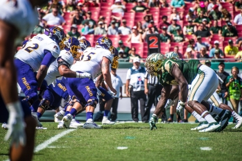 39 USF vs ECU 2016 - USF DL vs ECU OL (6016x4016)