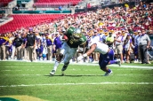 47 USF vs ECU 2016 - USF RB D'Ernest Johnson rushes upfield (4512x3008)