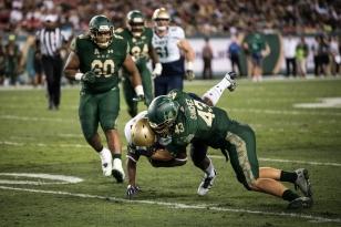 107 - Navy vs. USF 2016 - USF LB Auggie Sanchez by Dennis Akers | SoFloBulls.com (5297x3536)