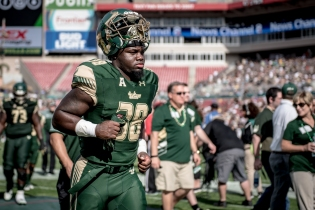 51 - USF vs. UCF 2016 - USF RB Zaybreion Gunter by Dennis Akers | SoFloBulls.com (4428x2956)
