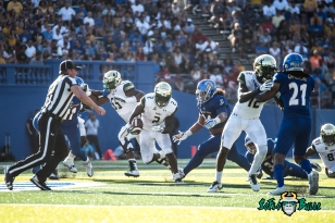 90 - USF vs. San Jose State 2017 - USF RB D'Ernest Johnson by Dennis Akers | SoFloBulls.com (4117x2748)