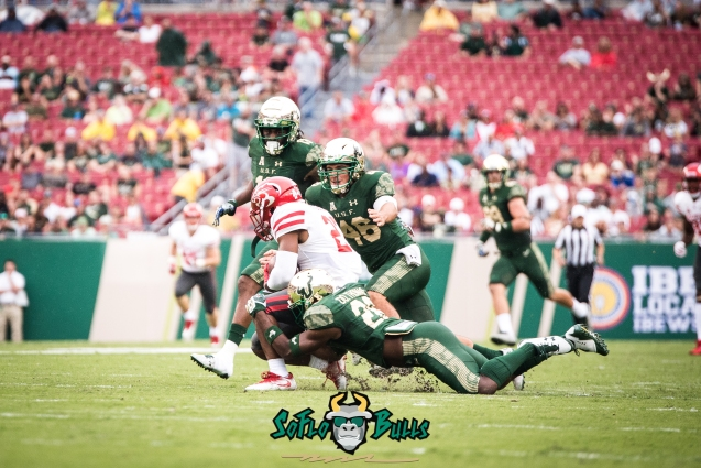 17 - USF vs. Houston 2017 - USF DB Donelle Thomas Zach Deitz by Dennis Akers | SoFloBulls.com (3415x2280)