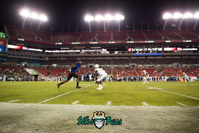 139 - Tulsa vs. USF 2017 - USF DB Deatrick Nichols in Dropping into Coverage by Dennis Akers | SoFloBulls.com (5259x3511)