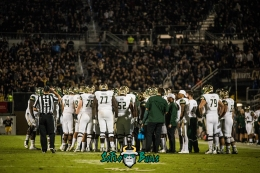90 - USF vs. UCF 2017 - USF Offense Gathered on Bright House Networks Field by Dennis Akers | SoFloBulls.com (5555x3708)